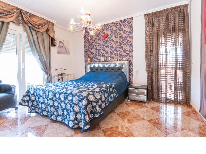 Los Altos villa bedroom