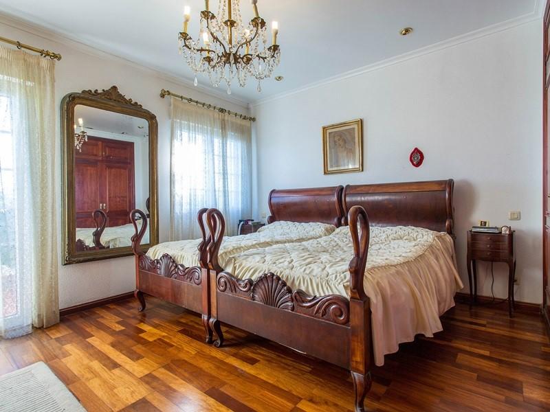 Los Balcones bedroom