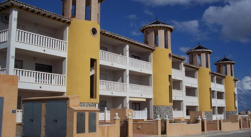 Playa Golf Apartments