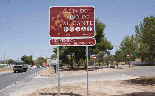 Pinoso-Wine-Route large villas