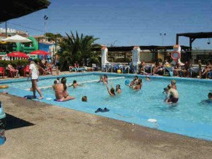 Quesada-Busy- pool-Quesada Country Club