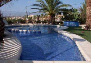 mini camping pool La Escuera Camper Vans site